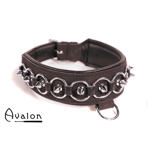 Avalon - WORSHIP - Collar med spisse nagler, ringer og D-ring - Sort