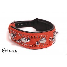 Avalon - QUEST - Collar med spisse nagler og strass - Rød og sort