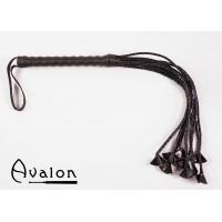 Avalon - Sort Ni-halet flettet flogger med lærstjernetupper