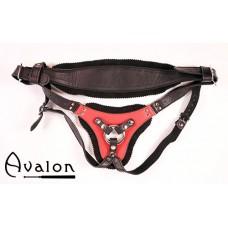 Avalon - TAKEN - Strap-on sele i sort og rødt lær