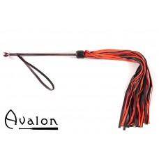 Avalon - SORCERESS - Sort og rød flogger med langt metall håndtak
